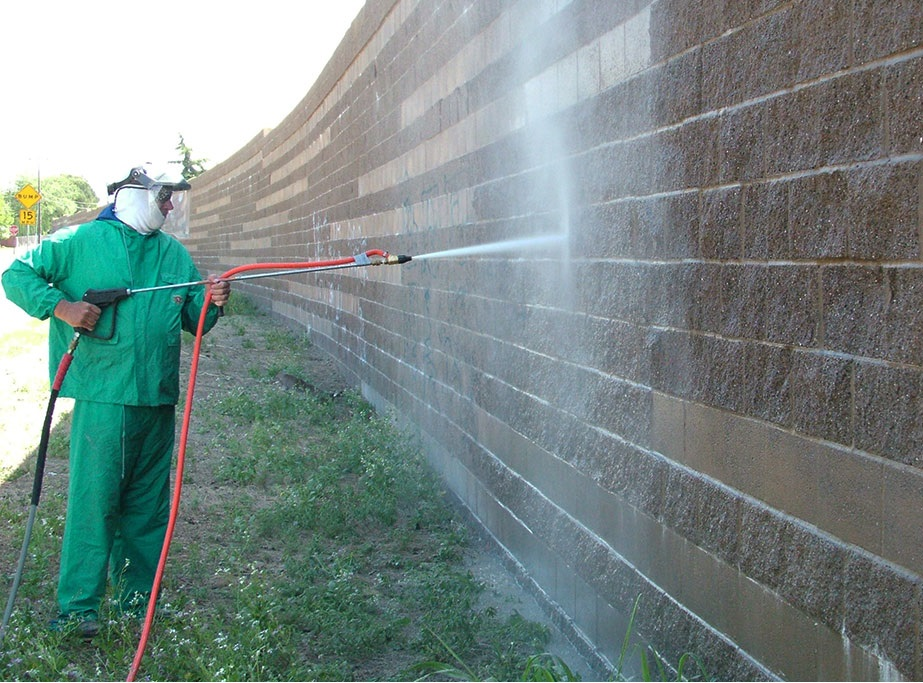Environmentally-Friendly High Pressure Washes Keep Exteriors and Walks Extra Clean