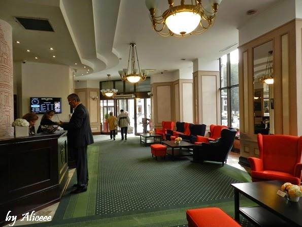 Hotel-Capitol-Bucuresti-receptie