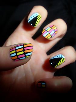 como decorar uñas a mano alzada