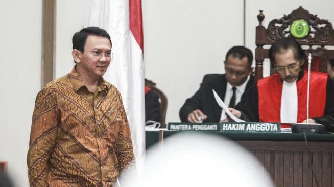 Basuki Tjahaja Purnama alias Ahok menghadiri sidang ke-tujuh atas dakwaan penistaan agama di Gedung Kementerian Pertanian, Jakarta, (24/01/2017 © TRIBUNnews.com