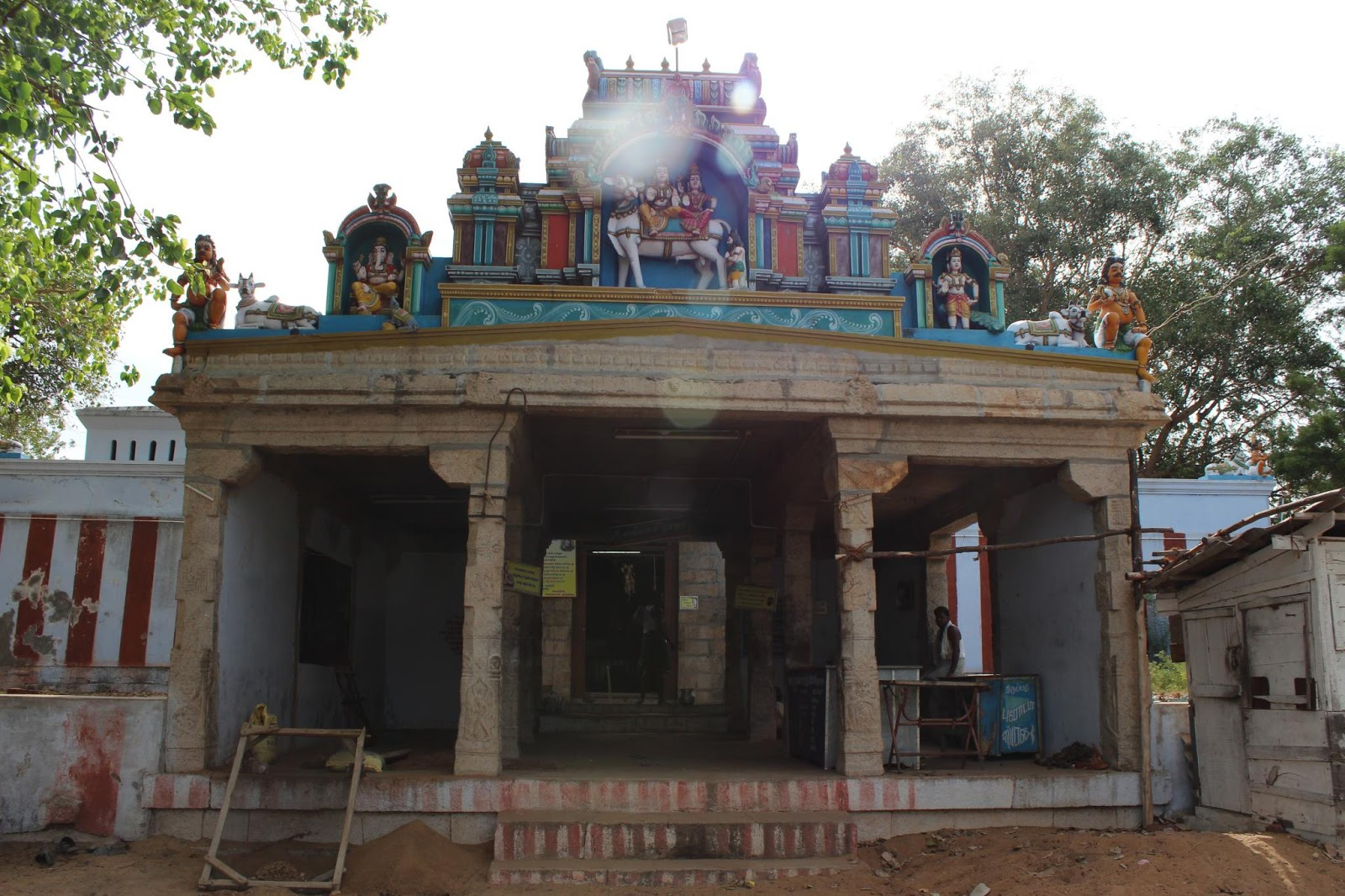 There are 2 ganesha idol in the entrance of the sri ganesha shrine instead of dwarapalakas this is rarest in any vinayagar temple