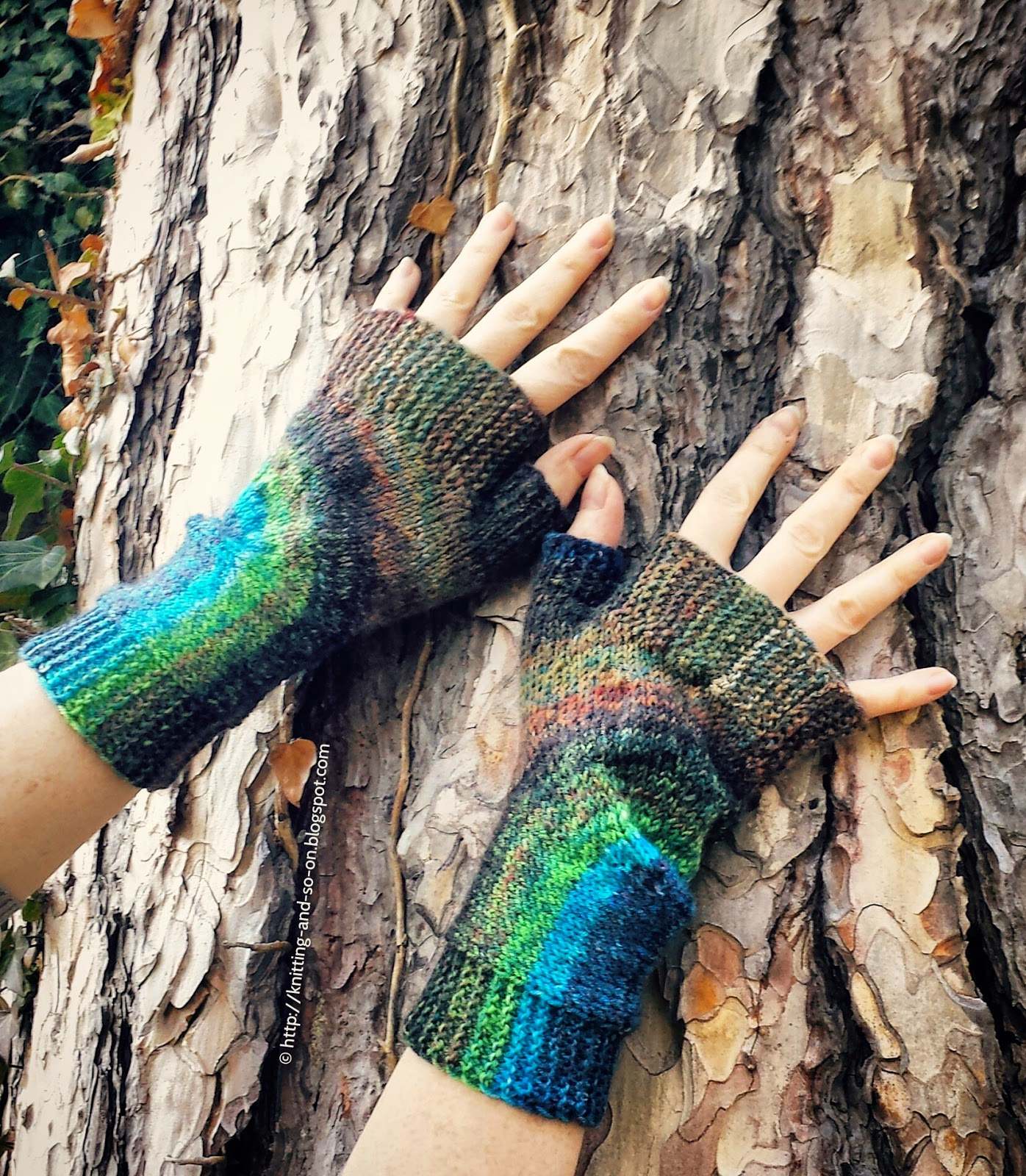 Knitting and so on: U Turn Mitts - Free Pattern
