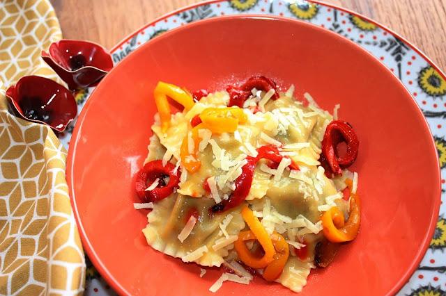 ravioli Fini melanzane e borragine con verdure gligliate