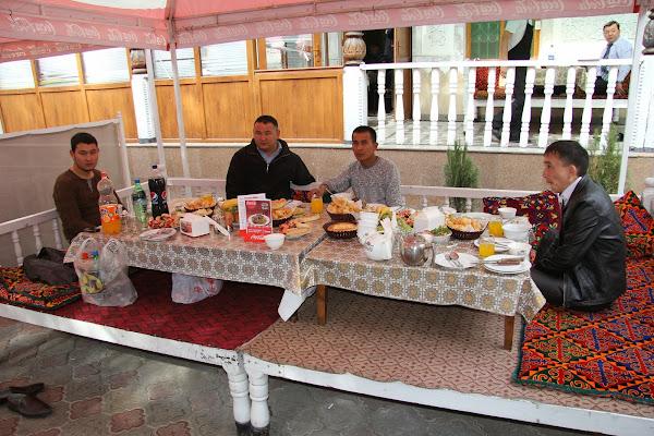 Kirghizistan, Bichkek, chaïkhana Jalalabad, rue Togolok, tapshan, tapchane, © L. Gigout, 2012