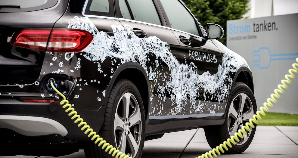 Mercedes GLC F-Cell plug-in charging
