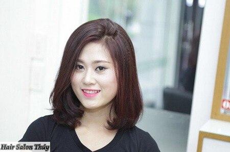 """<img src=""""toc-ngan-uon-cup-cho-mat-tron.jpg"""" alt=""""kiểu tóc uốn cụp đuôi 2017""""/>"""