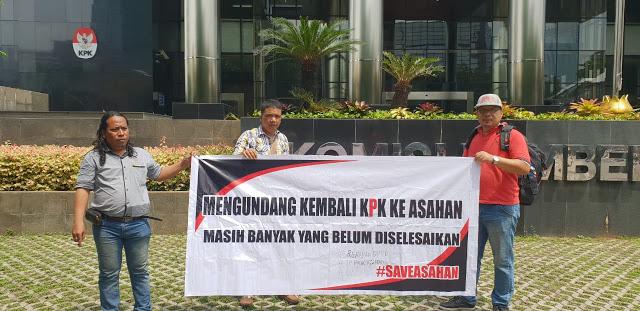 Aktivis Granko Asahan saat berada di kantor KPK.