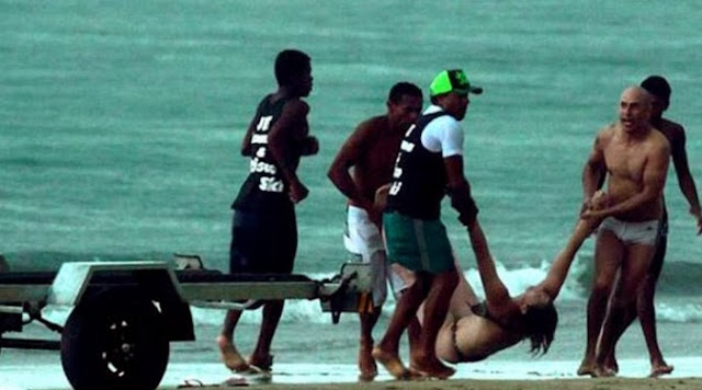 Detik Tragis Wanita Disambar Kilat Di Tepi Pantai