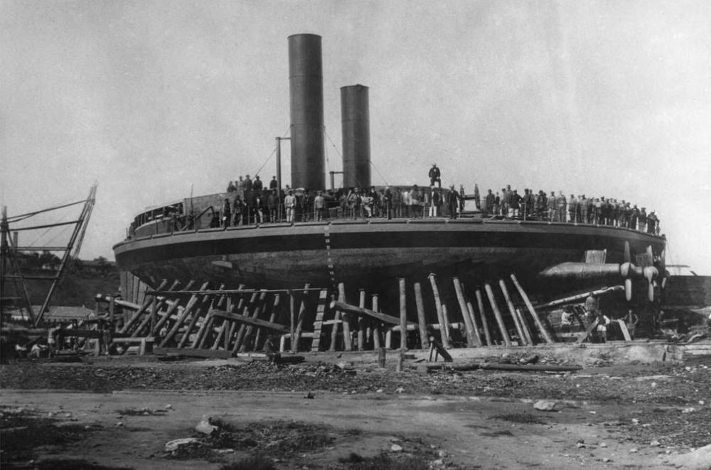 Le cuirassé le plus étrange de tous les temps (Novgorod, Popovka) Novgorod-circular-ship-2