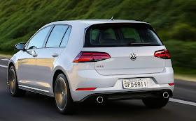 Volkswagen_Golf_GTI__5_.jpg