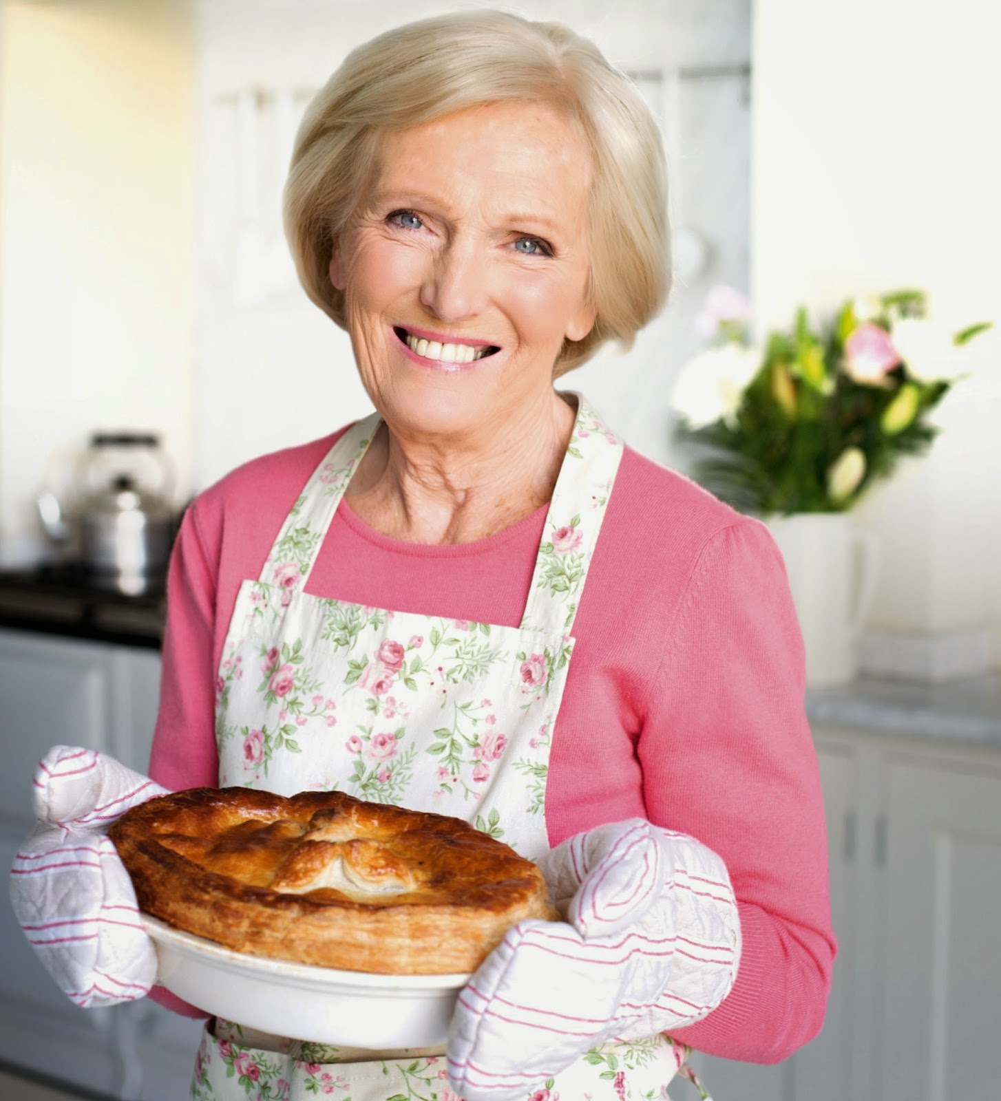 in the oven the queen of cakes mary berry