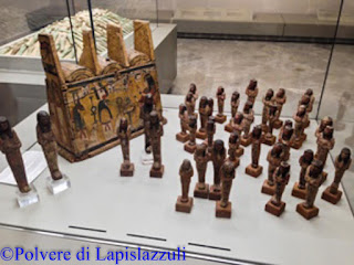 Collezione di uscebti conservati al museo archeologico di Napoli