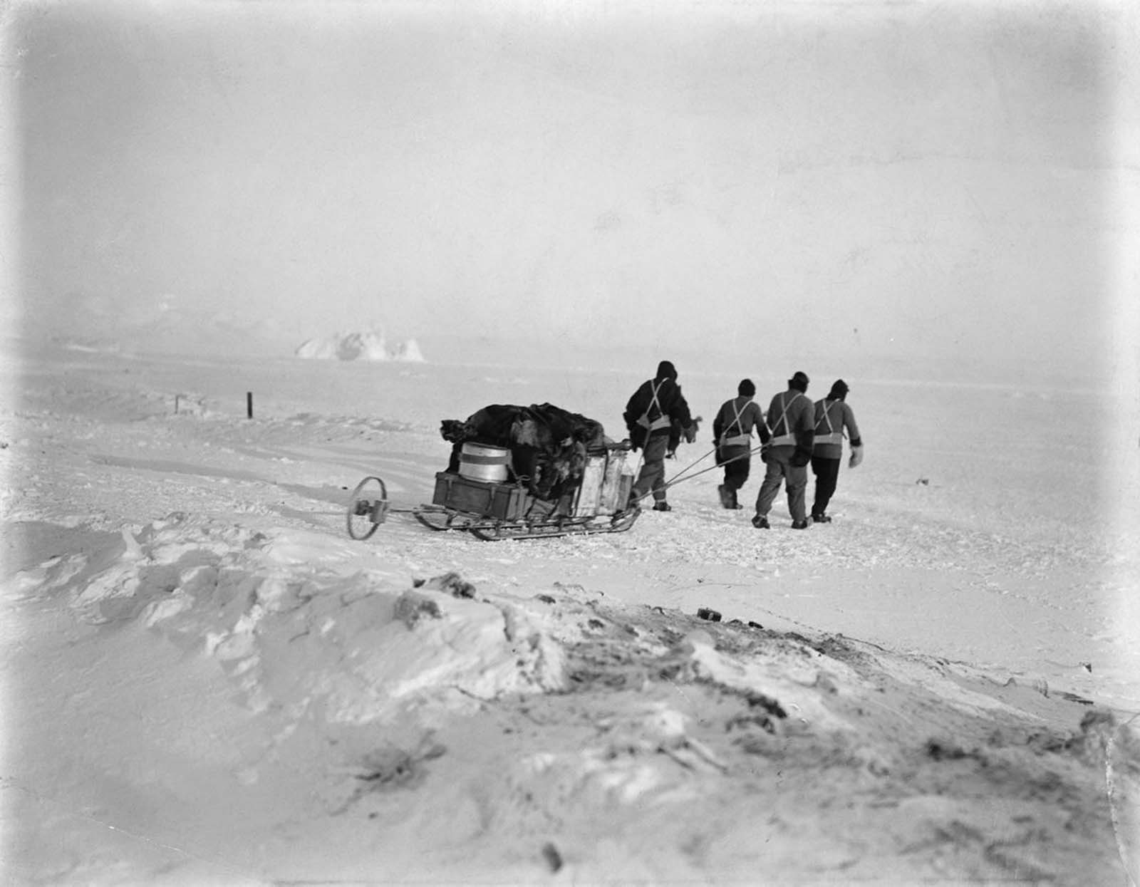 A sledging party. 1912.