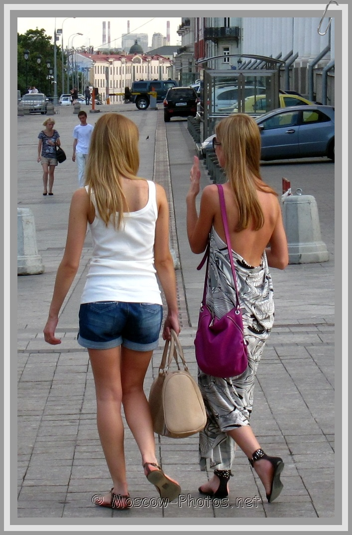 Walking Moscow Summer Tanned Girls