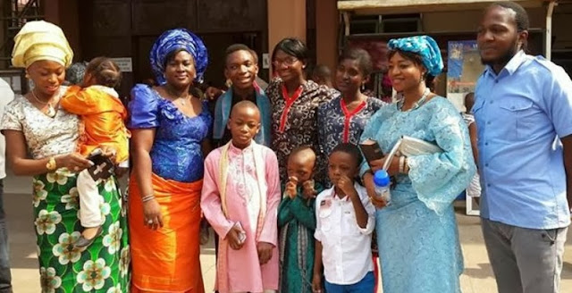 OJB JEZREEL 3 WIVES AND ALL HIS CHILDREN TAKE A PICTURE TOGETHER
