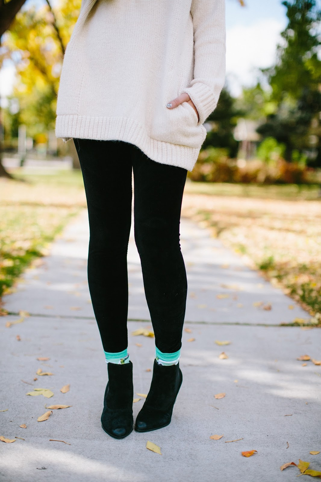 Black leggings, fashion blogger, woven pear socks
