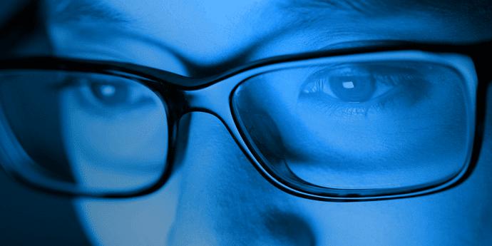 sinar biru laptop komputer