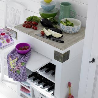 Mueble de cocina con estantes