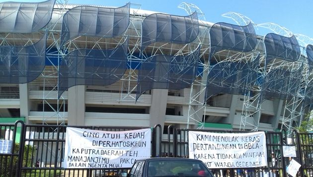 Warga Gedebage Segel Stadion GBLA