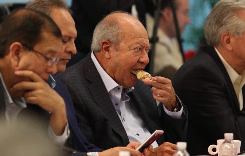 """Sindicato de PEMEX hace """"marrullerías"""" para evitar dar a conocer el sueldo de Deschamps"""