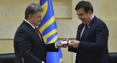 Порошенко лишил гражданства Саакашвили