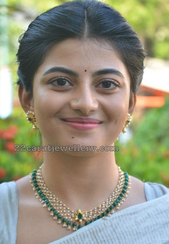 Anandhi Light Weight Pearls Set