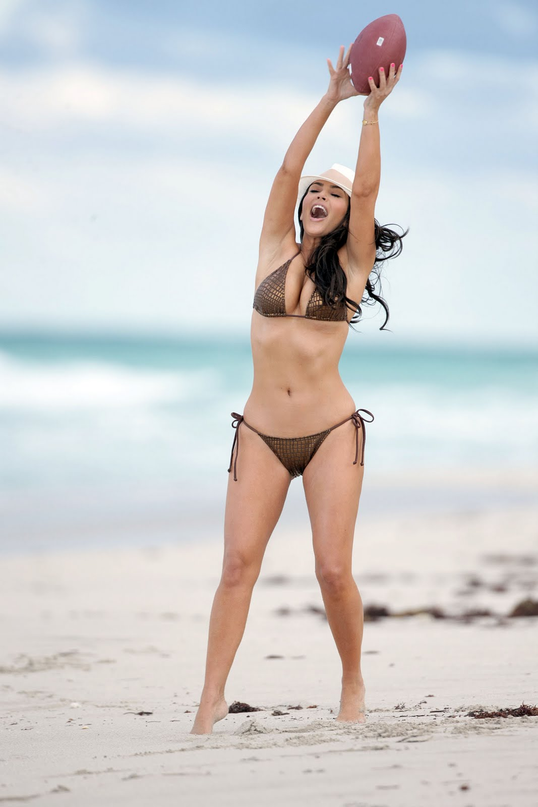 Kim Kardashian  Bikini Candids At The Beach In Miami Hq -4669