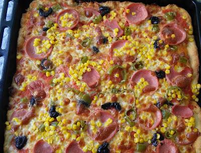 Pizza Nasıl Yapılır  Pizza Tarifi