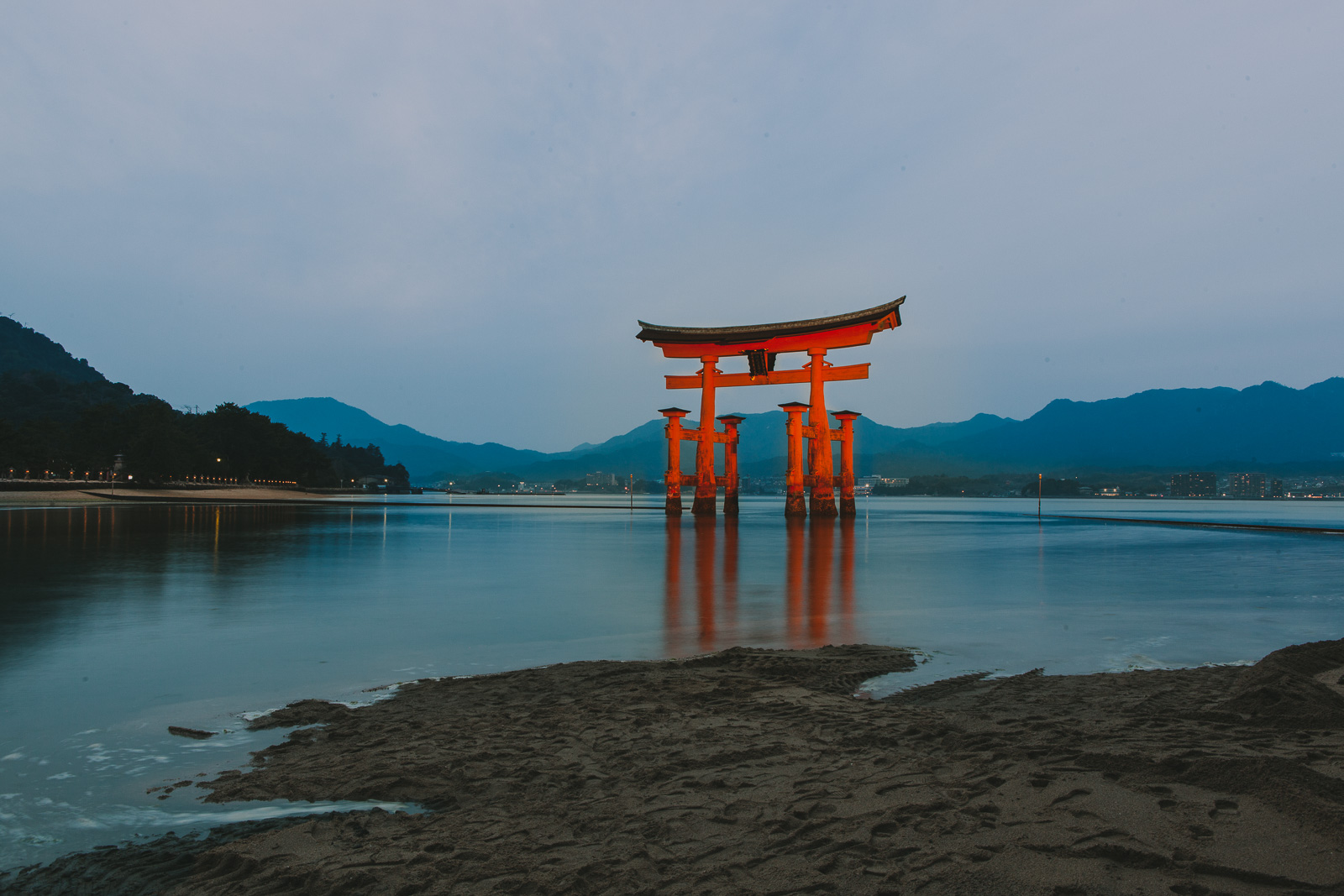 Floating Tori Island, Japan // A Day Trip to Itsukushima Island // www.journographie.com