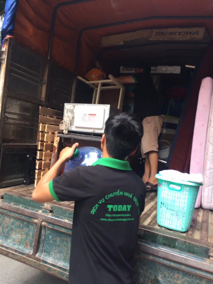 Công nhân chuyển nhà