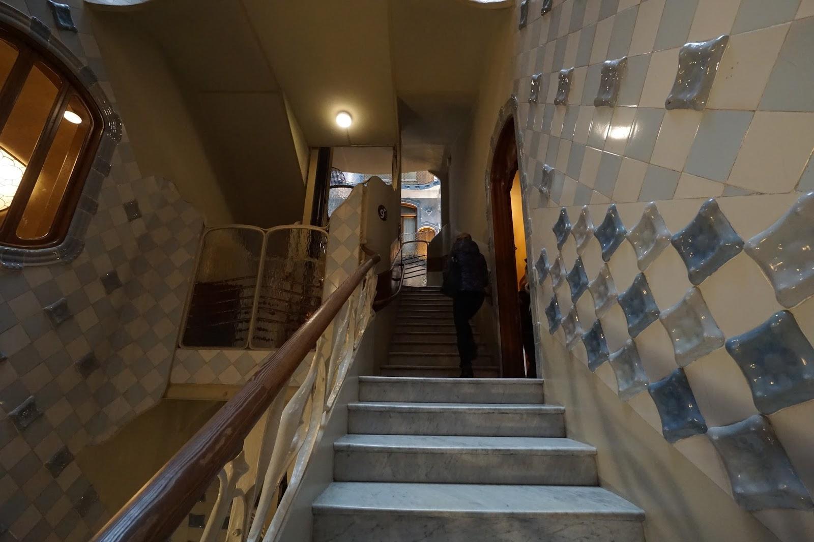 カサ・バトリョ(Casa Batlló)の階段(集合住宅)
