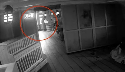 Hantu Menembus Dinding Tertangkap Kamera Di Atas Kapal HMS Victory
