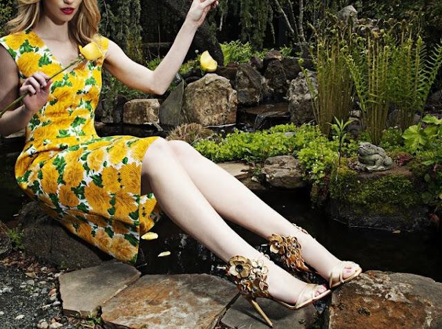 Желто-зеленое платье с цветочным принтом