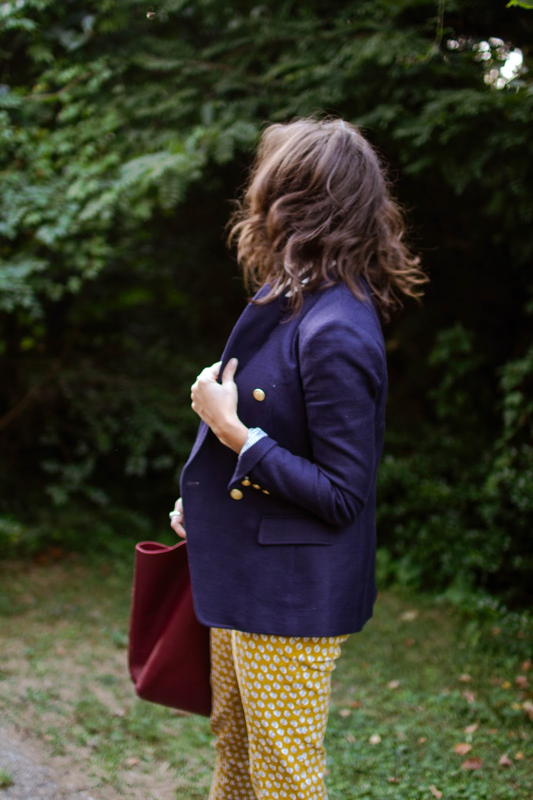 A fun work outfit for fall. | A.Viza Style | double breasted blazer - printed pants - dc blogger - everlane flats