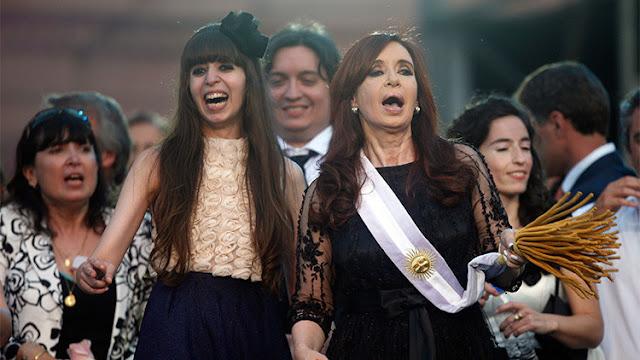 """La hija de Cristina Kirchner denuncia una """"persecución"""" mediática contra su familia"""