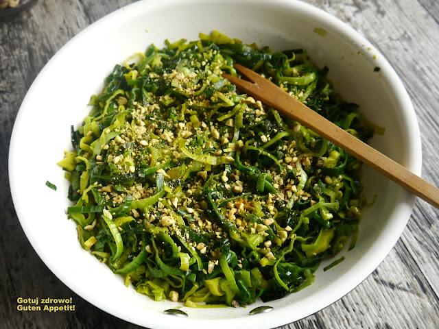 Błyskawiczny por z patelni z curry i pistacjami - Czytaj więcej »