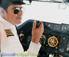 piloto divertido engraçado rir avião pilotar