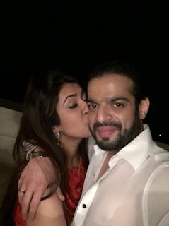 Foto Mesra Karan Patel dengan Istrinya