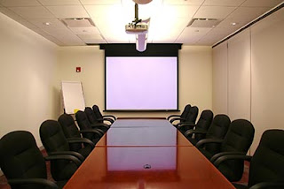 How to Set Up a Projector for a Meeting