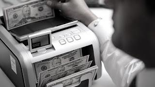 La emisión de nuevos bonos garantiza la abundancia de divisas para llegar a fin de año. El Gobierno pudo pagar vencimientos de Bonar X a acreedores del exterior, lo que no ocurría desde julio de 2014