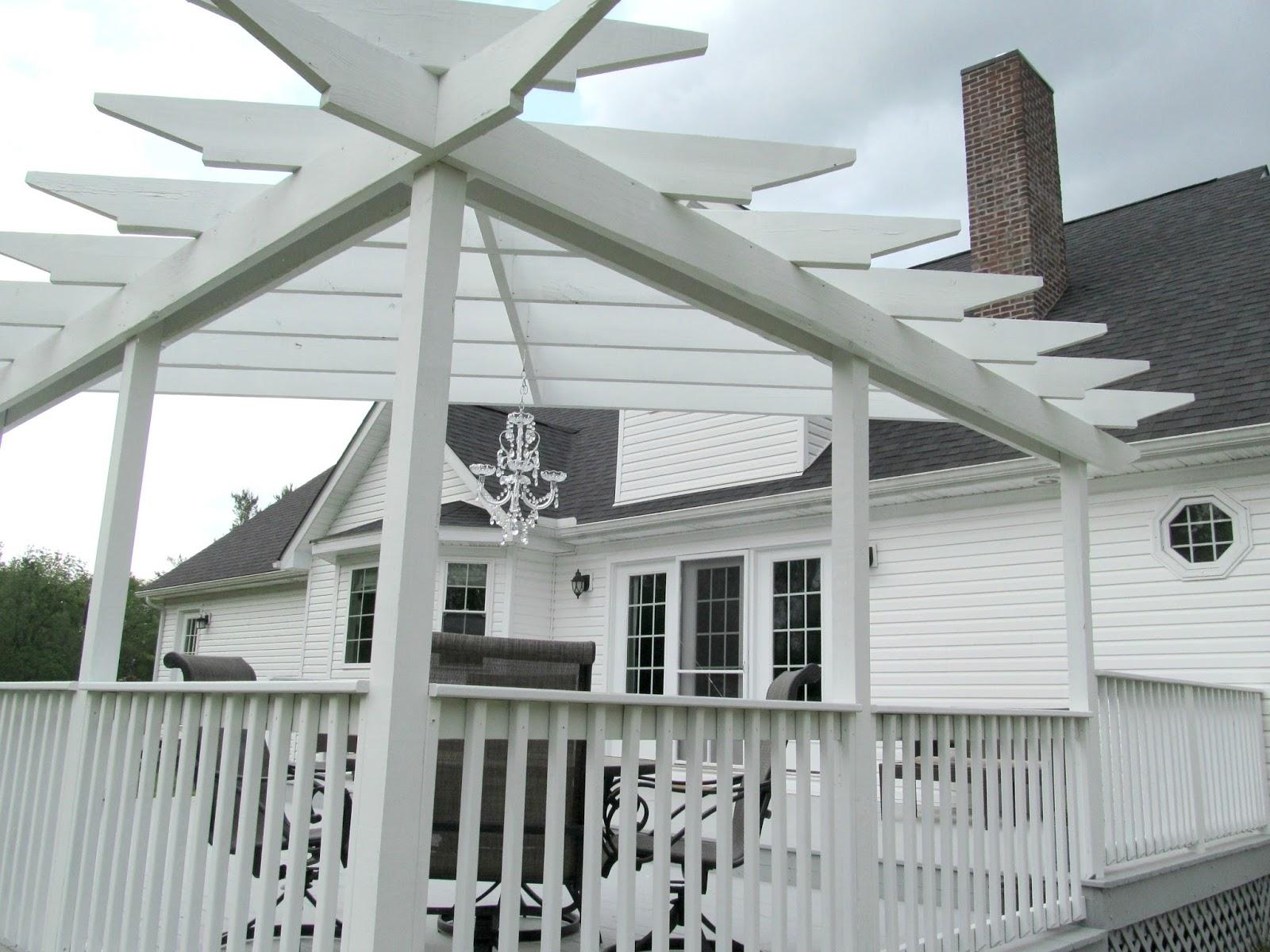LL Farm: Deck With Corner Pergola