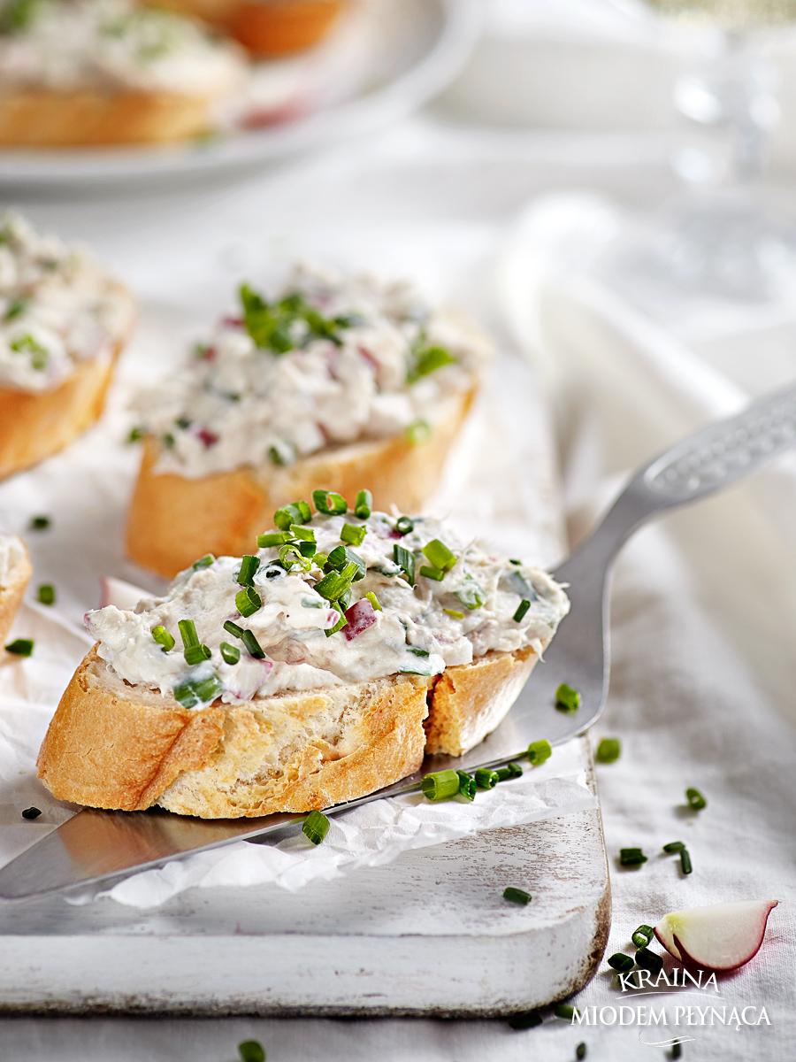 pasta z makreli, pasta z rzodkiewką, pasta w rybą, pasta do chleba, pasta na kanapkę, pomysł na wędzoną makrelę, kraina miodem płynąca