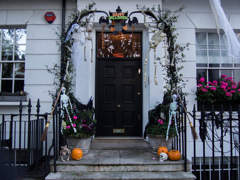 london-halloween-decorations