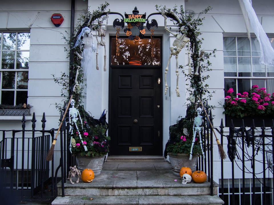london-halloween-decorations