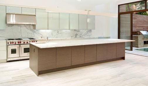 Màu sắc và kết cấu của tủ bếp gỗ với Phong Thủy