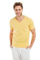 Sarı renk tişört kombini