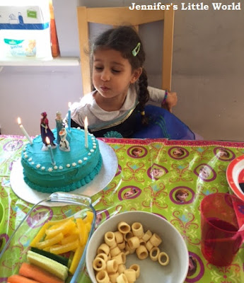 Child with simple Frozen birthday cake