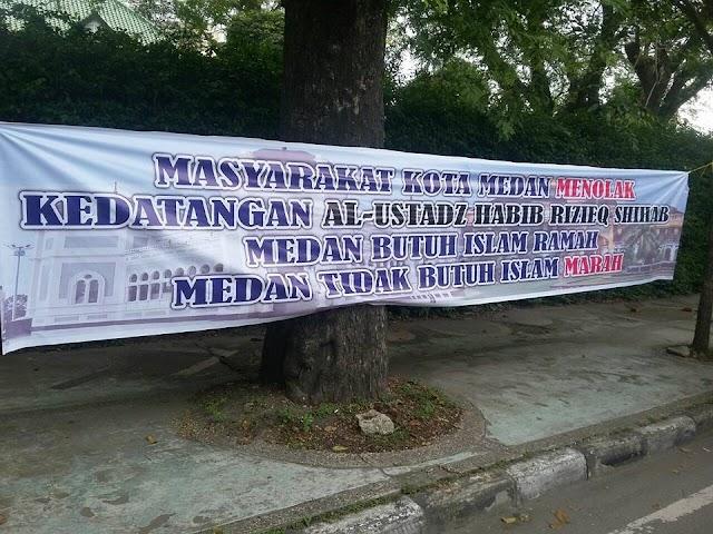 Spanduk Bertuliskan Penolakan Kedatangan Habib Rizieq Syihab Bertebaran Di Kota Medan