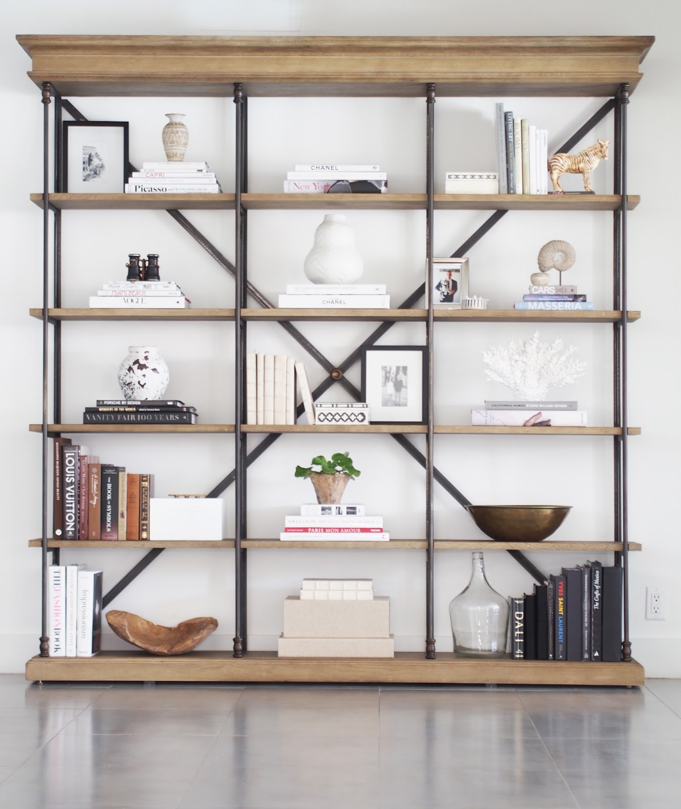 Typical Domestic Babe: How To Style Your Bookshelf