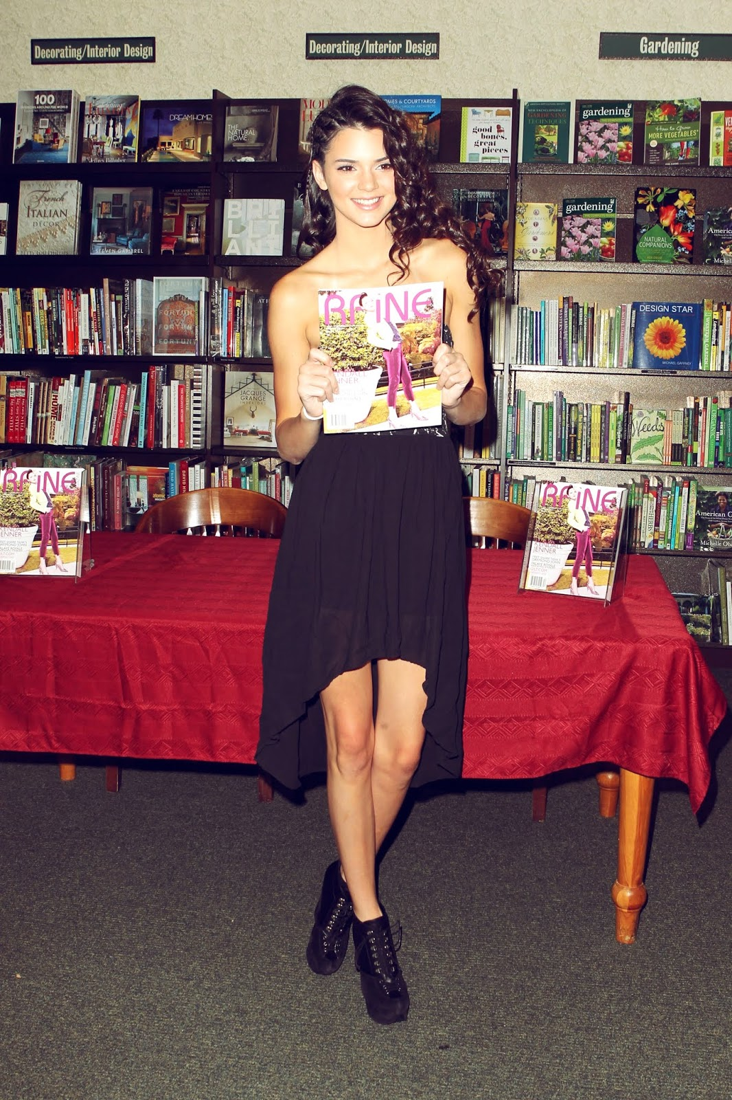 19 - Signing and Autograph RAINE Magazine at Barnes & Noble on August 18, 2012
